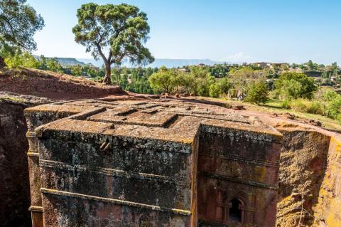 La iglesia de San Jorge en Lalibela, Etiopía, fue tallada en una sola roca en el siglo XII.