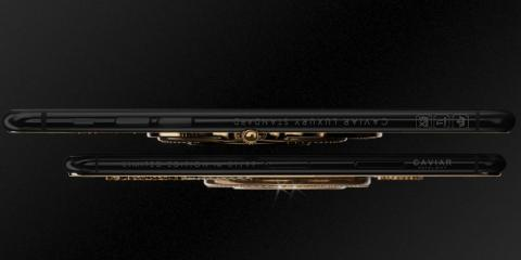 El reloj hace que el iPhone XS tenga una pequeña protuberancia en la parte trasera, por lo que dudo que haya fundas para la versión de Caviar. De hecho, ni siquiera la propia compañía vende ninguna carcasa para el dispositivo