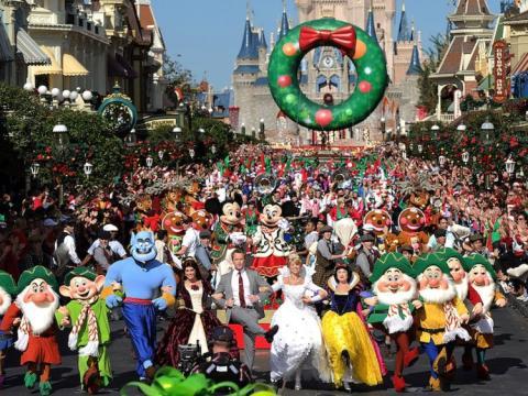 Uno de los desfiles en un parque Disney.