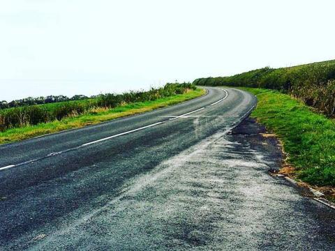 ¿La carretera sube o baja?