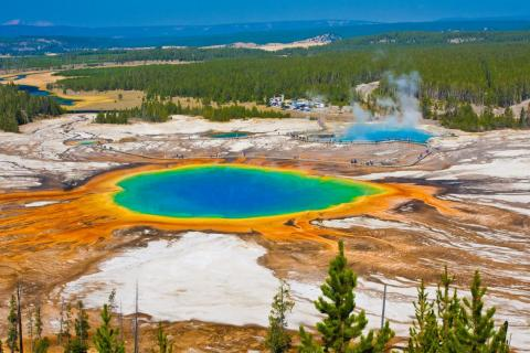 The enormous spring measures 370 feet in diameter.