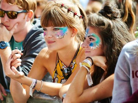La purpurina fue prohibida en muchos festivales en Reino Unido en 2018.
