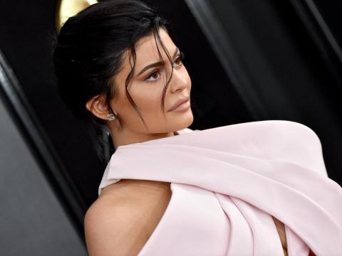1. En solo 4 años, Jenner aumentó su patrimonio neto a mil millones de dólares, una hazaña que logró a la edad de 21 años. Eso significa que tiene toda una vida por delante para construir miles de millones.
