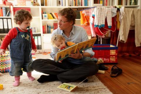 Antes de la nueva política, los datos del Ministerio de Asuntos de la Familia mostraron que menos de la mitad de los padres con derecho al permiso de paternidad en Luxemburgo cogieron la baja.