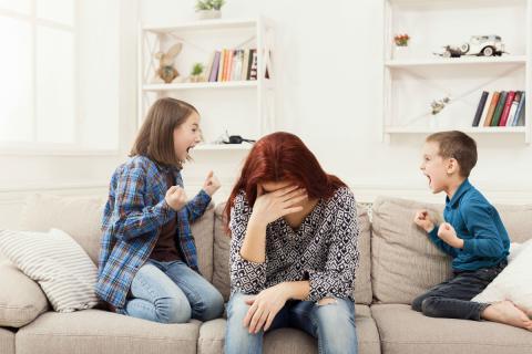 Una madre desbordada por sus hijos