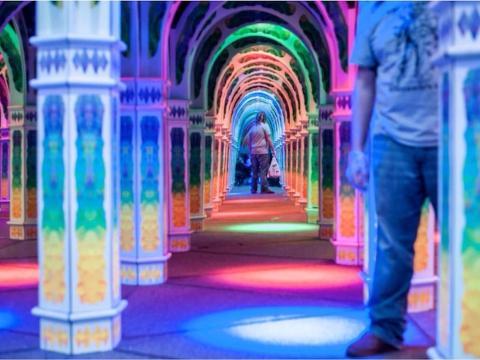 El laberinto de espejos infinito de Magowan, San Francisco, California