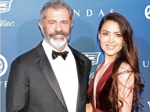Mel Gibson y Rosalind Ross en 2019.
