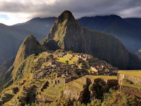 Encaramada en lo alto de los Andes peruanos, Machu Picchu es el mejor ejemplo que tenemos de la arquitectura inca. Los arqueólogos dicen que fue construido alrededor de 1450.