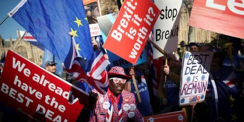 Manifestantes pro-Brexit y anti-Brexit