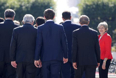 Theresa May en una reunión del Eurogrupo