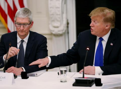 Tim Cook y Donald Trump