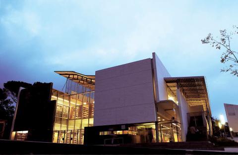 Fachada de la biblioteca de la universidad de Girona.
