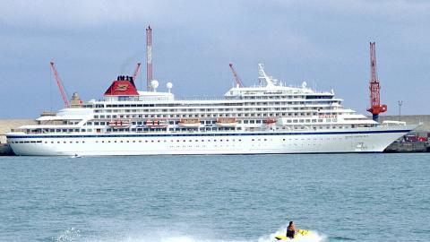 Un crucero Viking en el puerto francés de La Rochelle