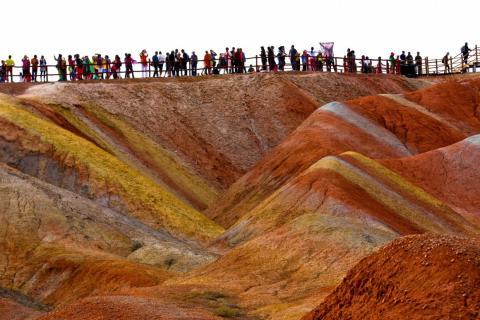 Millones de personas visitan las montañas cada año.