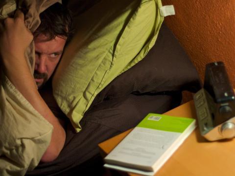 2. Remolonear en la cama