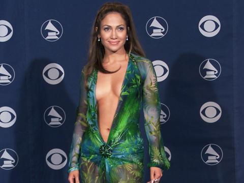 Jennifer Lopez de Versace en los 42º Premios Grammy celebrados en Los Angeles, CA el 23 de febrero de 2000