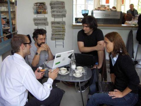 26. Los desarrolladores web diseñan, crean y modifican sitios web