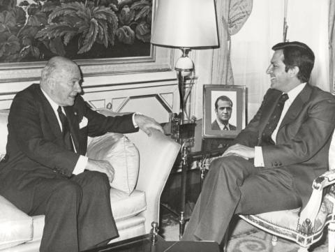 Adolfo Suárez González, presidente del Gobierno, recibe a Josep Tarradellas, presidente de la Generalitat de Cataluña en el exilio en 1977.