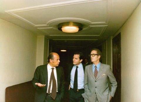Adolfo Suárez junto a los ministros de Hacienda y de Obras Públicas y Urbanismo en el Congreso de los Diputados, domingo 1 de enero de 1978.