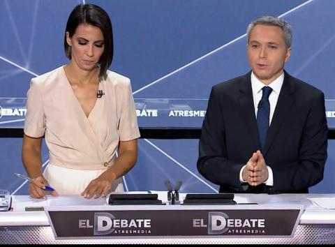 Ana Pastor y Vicente Vallés en el debate electoral de Atresmedia.