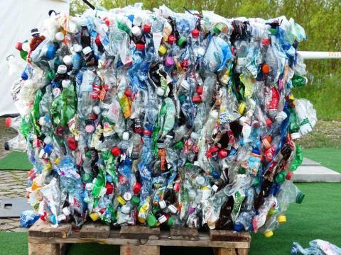 Basura botellas de plástico
