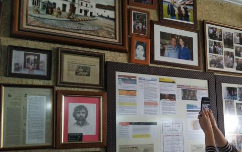 Casa Curro fotos de Juego de Tronos en la pared.