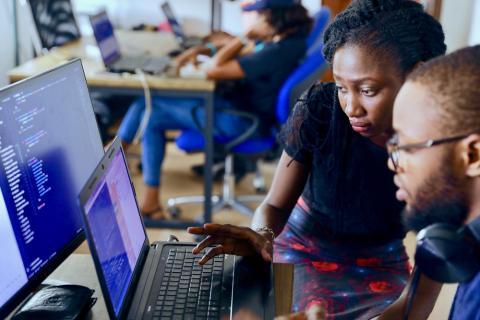 código,  programación, mujer ordenador