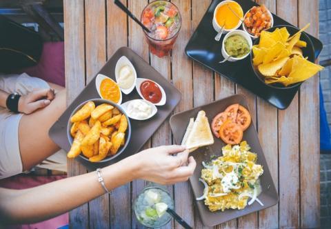 Comer frecuentemente aumenta el riesgo de caries
