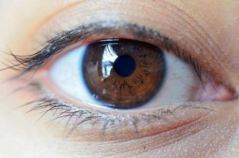 ¿Cuál es la agudeza visual de un ojo humano?