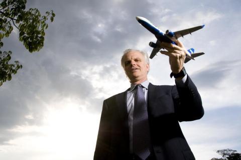 David Neeleman, el fundador de JetBlue y Azul, está trabajando para ofrecer viajes aéreos asequibles a las comunidades marginadas