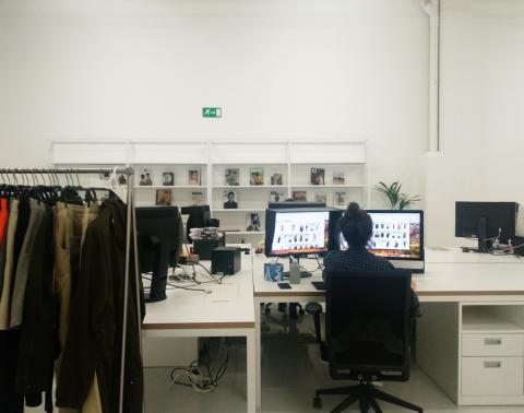 Diseñadora gráfica zara Studios