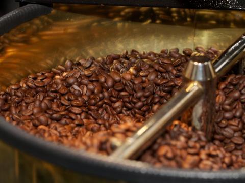 Durante el proceso de tostado, el café libera una sustancia química que se ha relacionado con el cáncer.