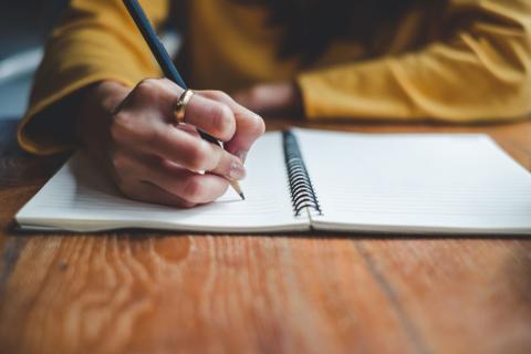 Escribir en papel cuaderno