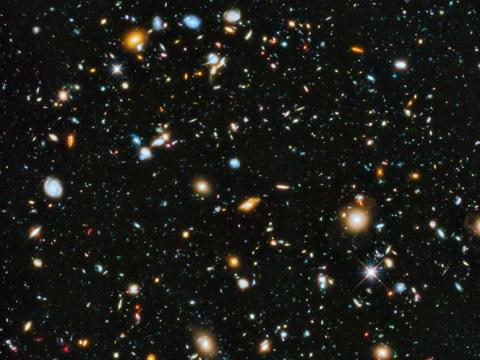 """Podría darse el caso de que los extraterrestres nos mantengan dentro de alguna forma de """"cuarentena espacial"""", para no interferir o destruir nuestro pequeño biotopo."""