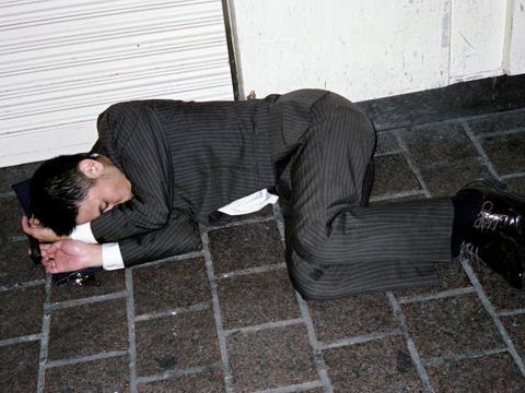 Pero incluso más que eso, Jazczuk dijo que los trabajadores a veces pueden sentirse obligados a beber con sus compañeros de trabajo y jefes después de las horas de trabajo.