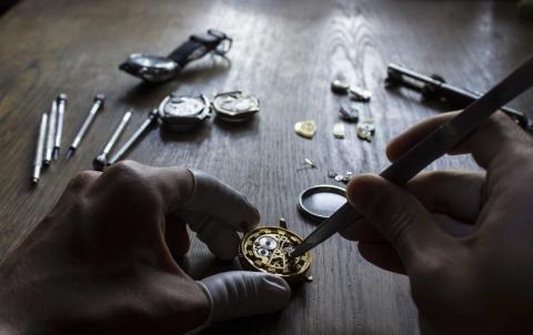 Fabricación de un reloj.