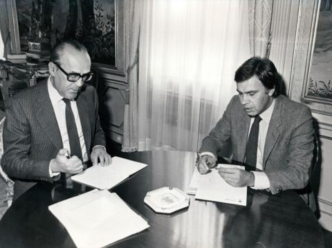 Felipe González durante el traspaso de poderes del presidente de Gobierno en funciones en el Palacio de la Moncloa, el 3 de noviembre de 1982.