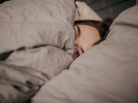 Hay una razón por la que no te mueves mucho mientras duermes