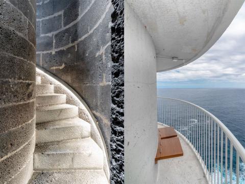 Escalera a la cima del Faro Punta Cumplida.