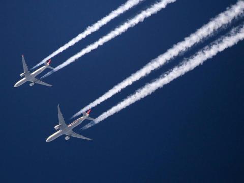 Los aviones o aviones no tripulados podrían dispersar pequeñas dosis de aerosoles a la atmósfera.