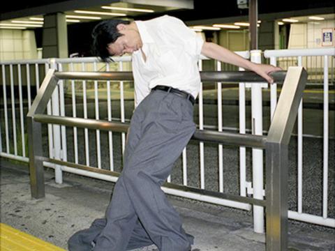 """Las fotos de Jaszczuk muestran algunos de los bancos de la ciudad, cercas y plataformas del metro que se combierten en sus """"camas"""""""