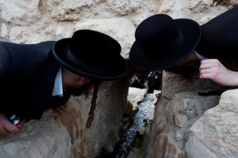 Judíos ultra ortodoxos en una ceremonia religiosa cerca de Cisjordania.