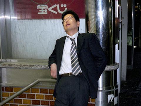 El fenómeno karoshi, la frase utilizada para describir las muertes relacionadas con el exceso de trabajo, se remonta a la era posterior a la Segunda Guerra Mundial a principios de los años cincuenta.