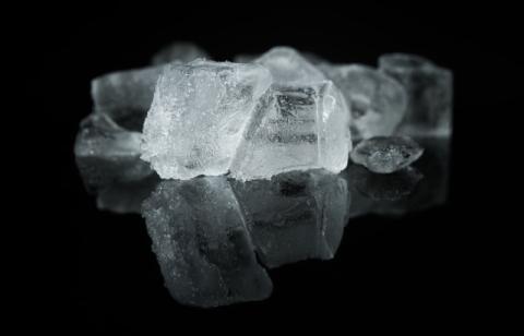 masticar hielo es una mala costumbre