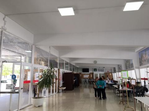 Mesa electoral en la estación de autobuses de Martos