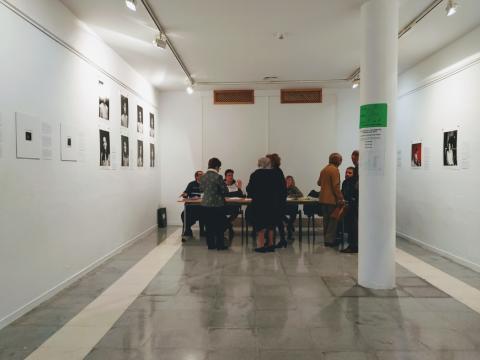 Mesa electoral sala exposiciones Doña Mencía