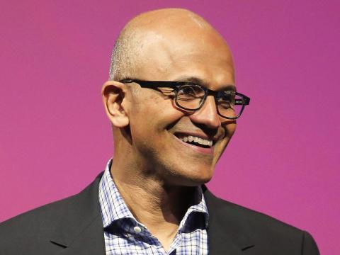 La directora general de Microsoft, Satya Nadella, asegura que el futuro de la compañía pasa por la inteligencia artificial y la realidad aumentada.