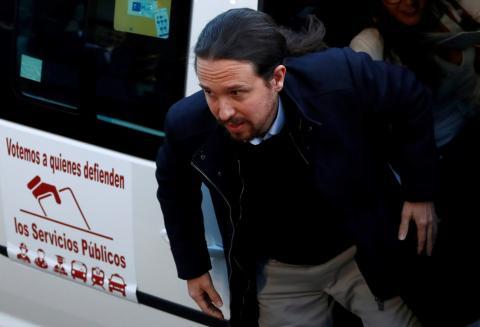 Pablo Iglesias llega al debate electoral de Atresmedia en taxi