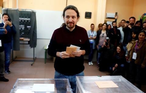 Pablo Iglesias votando en las elecciones generales de 2019.