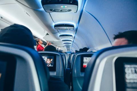 las aerolíneas pyueden ahorrar dinero en combustible si conocen el peso de sus pasajeros.